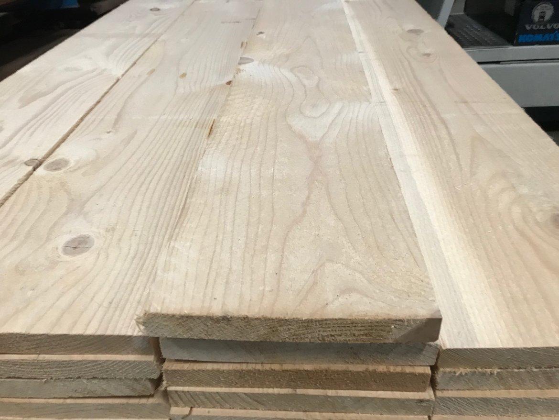 Vurenhouten-planken-fijn-bezaagd