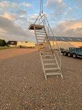 Gegalvaniseerde trap met loophoogte 325 cm met plateu_